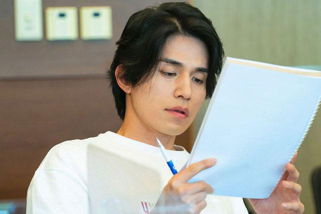 Lee Dong Wook khoe nhan sắc cực phẩm tại buổi đọc kịch bản phim mới