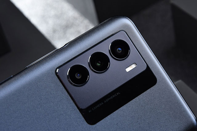 Ảnh chi tiết smartphone chip S778G 5G, RAM 12 GB, sạc 44W, giá 'mềm'