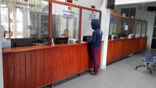 Trung tâm giao dịch một cửa UBND thị xã Ba Đồn - nơi bà L làm việc.