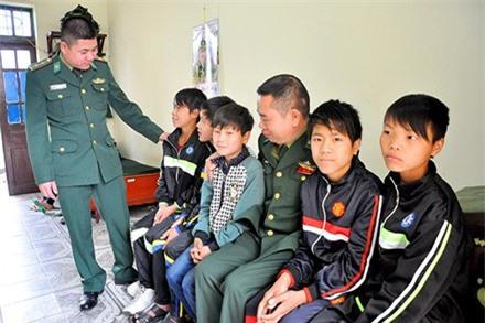 9 em nhỏ được cơ quan chức năng giải cứu. Ảnh báo Quảng Ninh