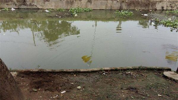 Đoạn sông, nơi phát hiện bé trai 2 tuổi đuối nước tử vong. Ảnh: Gia đình Việt Nam