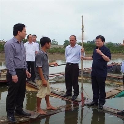 Phó Thủ tướng Trịnh Đình Dũng kiểm trạ tại Hà Tĩnh vào sáng ngày 24-4. Ảnh: Người lao động