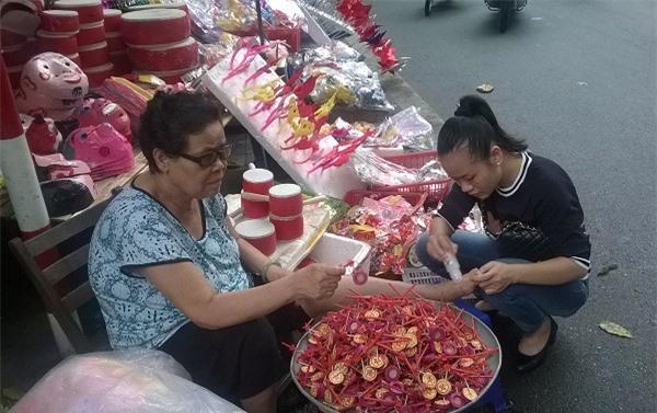 Chỉ còn khoảng 10 ngày nữa là đến Tết Trung thu nên giờ này nhiều người đã đi mua sắm đồ chuẩn bị đón Tết.