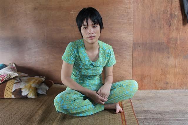 Chị Hường bị căn bệnh teo cơ hành hạ, không thể đi lại, mọi việc sinh hoạt đều nhờ mẹ chồng giúp đỡ.