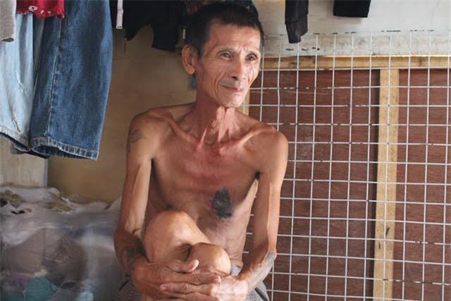 Bác Nguyễn Thế Hùng - bố chồng của chị Hường cũng vừa khỏi bại liệt sau 4 năm không đi lại.