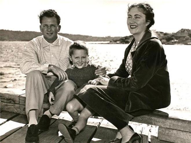 Ông Turnbull sinh ngày 24/10/1954. Cha ông là Bruce Blight Turbull, làm trong lĩnh vực khách sạn, còn mẹ ông là bà Coral Magnolia Lansbury, một phát thanh viên. Sau khi cha mẹ ly thân, Turnbull sống cùng cha.