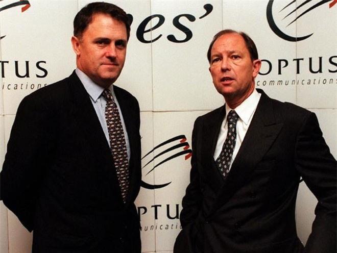 Không chỉ là một luật sư có tiếng, Turnbull còn là một doanh nhân thành công. Năm 1994, ông tham gia phát triển công ty cung cấp dịch vụ Internet OzEmail. Về sau ông bán lại cổ phần trong công ty này và thu về khoảng 60 triệu USD.