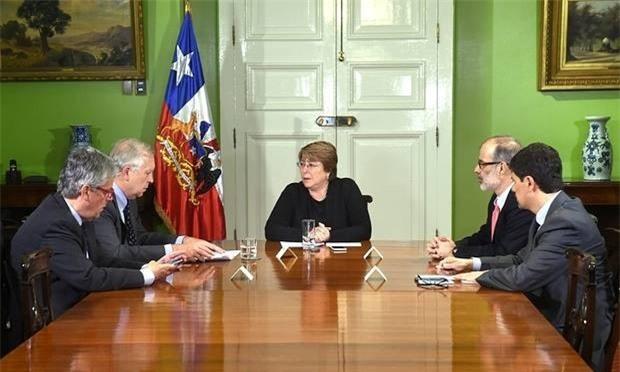 Tổng thống Chile họp với các quan chức chính phủ về thảm họa vừa xảy ra.