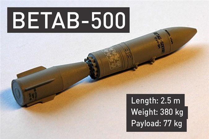 Bom xuyên hầm BETAB-500 dài 2,5m, nặng 380kg, trong đó có 77kg thuốc nổ.