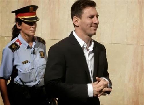 Messi sẽ phải hầu tòa trong thời gian tới vì tội trốn thuế.