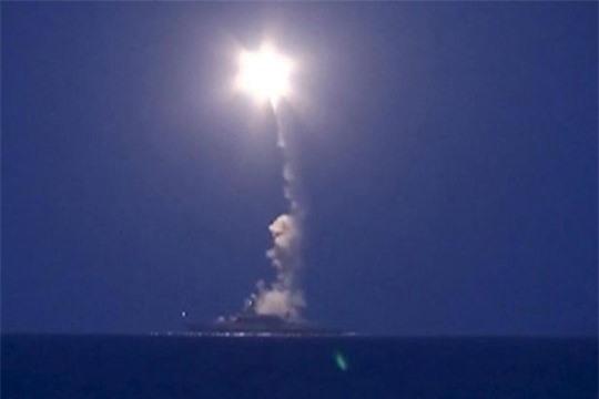 Tên lửa hành trình Nga bắn vào Syria từ một tàu chiến trên biển Caspian hôm 7-10.
